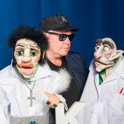 THE KING STUFFED PUPPET THEATER
